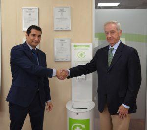 En la imagen, de izquierda a derecha, Javier Muñoz, Director de Operaciones de Conformidad de AENOR, y Juan Carlos Mampaso, Director General de SIGRE.